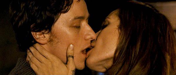 Поцелуй с Джоли, везет кому-то