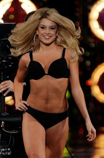 Мужественное дефиле будущей Мисс Америка 2011.