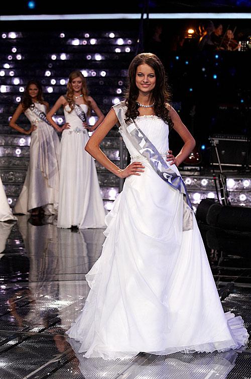 Мисс Россия - 2011 в свадебных платьях. Просто прелесть.
