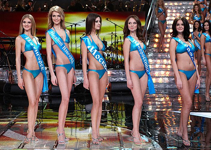 Конкурс Мисс Россия - 2011, дефиле в купальниках