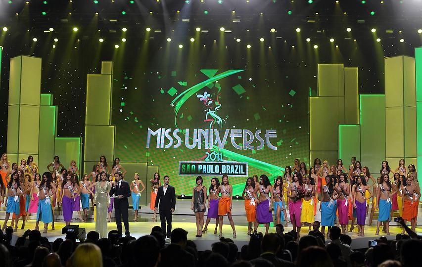 Конкурсанки Мисс Вселенная 2011 на подиуме