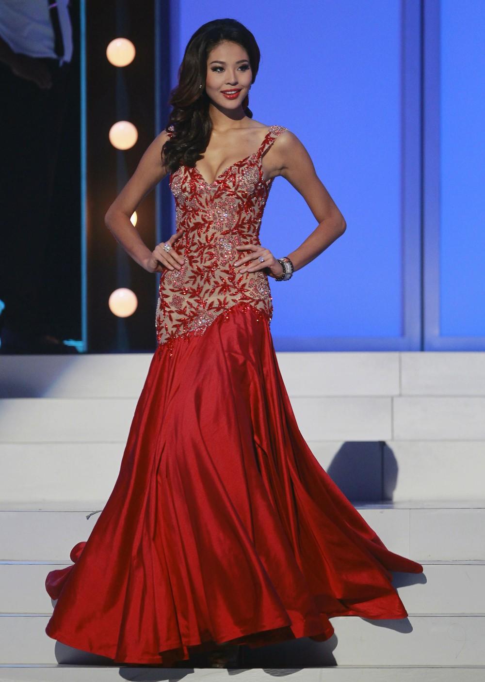 Мисс Китай в вечернем платье