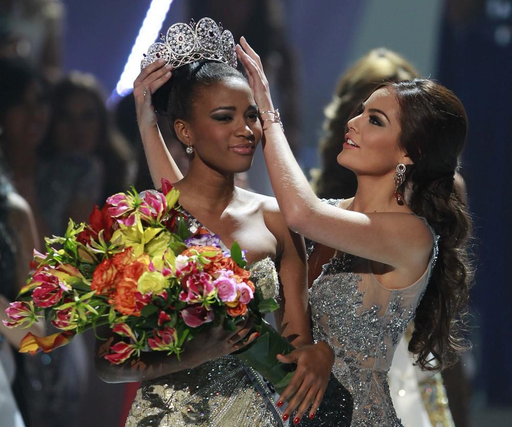 Нагрождение Мисс Вселенной 2011