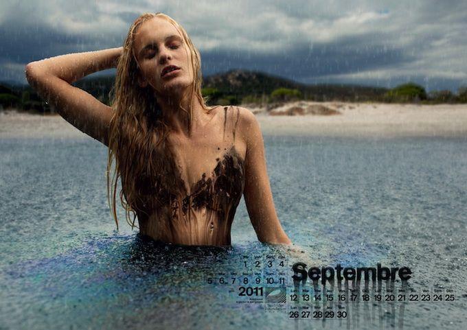 Сентябрь Девушки в нефтяных купальниках