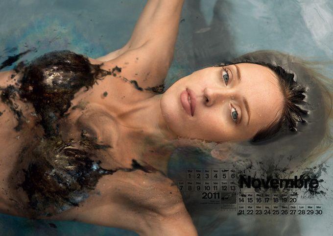 Ноябрь Девушки в нефтяных купальниках