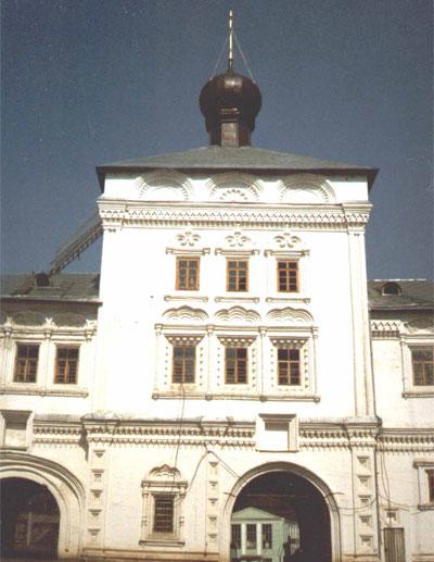 Никольская надвратная церковь Трифонова монастыря