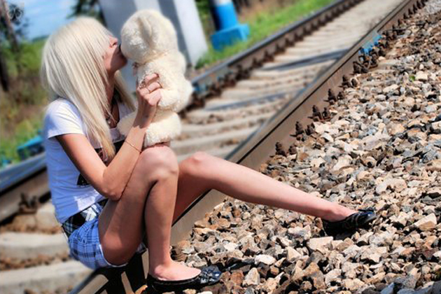 Блондинка на рельсах