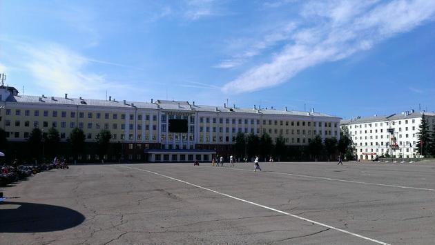 Киров, Театральная площадь и ВятГУ