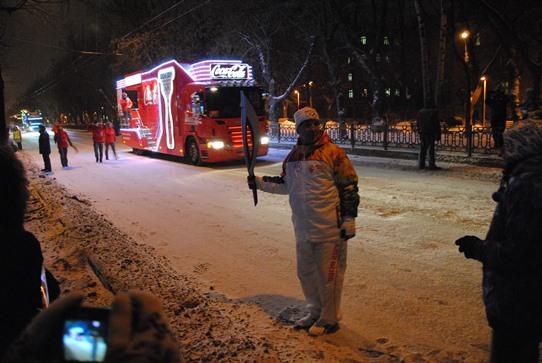 Факелоносец и грузовик Coca-Cola