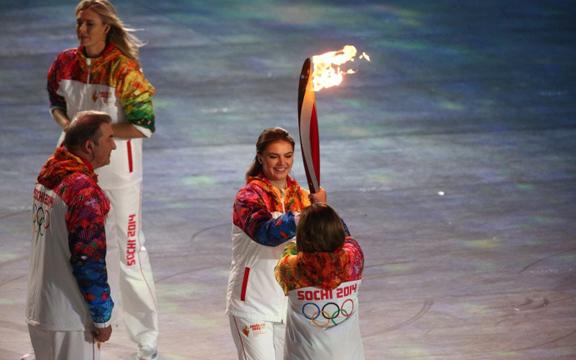 Алина Кабаева и Олимпийский огонь
